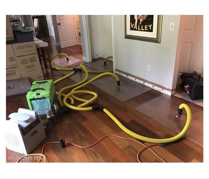 Floor suction to retain water